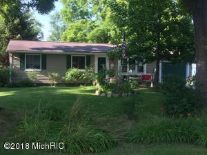 7 Walnut Street, Three Oaks, MI 49128