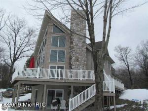 4595 W Lake Mitchell Drive, Cadillac, MI 49601