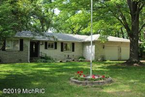 1280 Westlake Woods Drive, Springfield, MI 49037