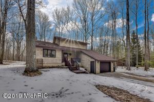 8266 Highland Trail, Canadian Lakes, MI 49346