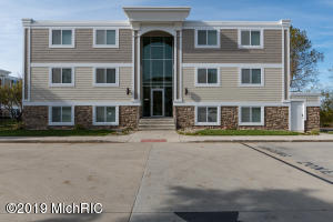 225 North Shore Drive, 211, South Haven, MI 49090