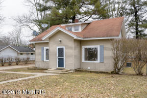 1496 Midland Dr., Hickory Corners, MI 49060