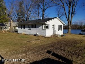 841 Coolidge Avenue, Six Lakes, MI 48886