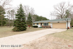 4467 Oak Road, Twin Lake, MI 49457