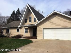 3368 W Glendora Road, Three Oaks, MI 49128