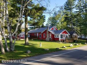8540 W Silver Lake Road, Mears, MI 49436