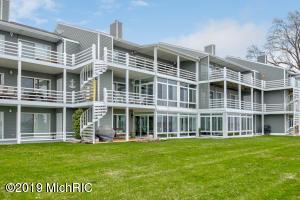 221 Riverfront Drive, 8, Spring Lake, MI 49456