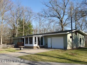 6110 E River Road, Twin Lake, MI 49457