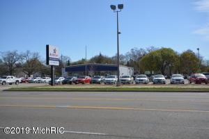 4822 S Division Avenue S, Kentwood, MI 49548