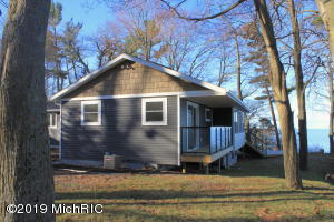 3289 Winnetaska Road, Norton Shores, MI 49441
