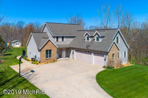 4774 Country Ridge Court, Holland, MI 49423