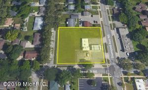 1600 COUNTRY CLUB Drive, Grand Rapids, MI 49505