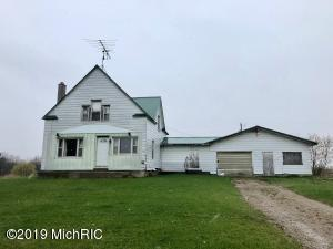3898 Lake Montcalm Road, Six Lakes, MI 48886