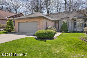 2044 S Cross Creek Drive SE, Grand Rapids, MI 49508