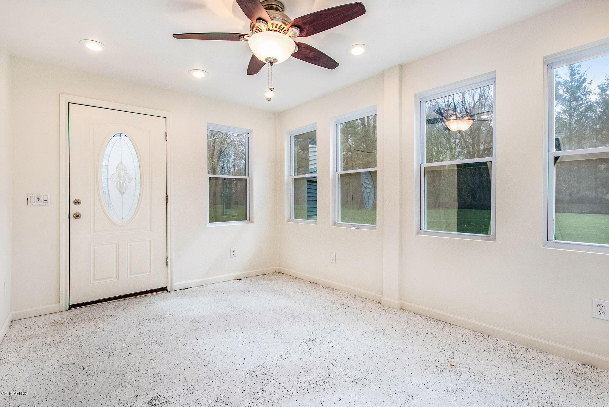 3 season room with walkout