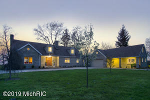 2555 Lakeside Path, St. Joseph, MI 49085