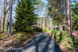 13834 Minnich Road, Sawyer, MI 49125