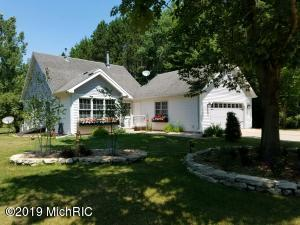 9138 White Pine Drive, Canadian Lakes, MI 49346