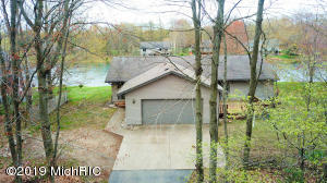 8907 Longview Drive, Canadian Lakes, MI 49346