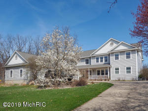 230 2nd Avenue, Plainwell, MI 49080