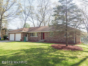 1210 E Crooked Lake Rd, Kalamazoo, MI 49009