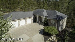 2410 Cascade Springs Drive SE, Grand Rapids, MI 49546