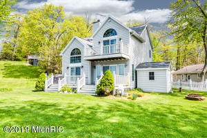 8712 Shore Drive, Watervliet, MI 49098