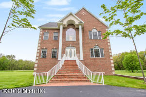 1024 Marshall Lane, Plainwell, MI 49080
