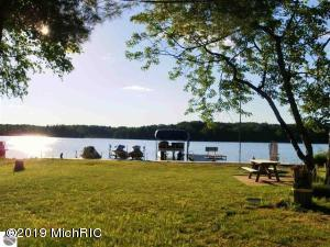 7504 W Dakota Trail, Lake City, MI 49651