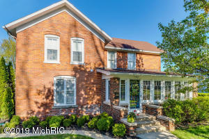 408 S Elm Street, Three Oaks, MI 49128