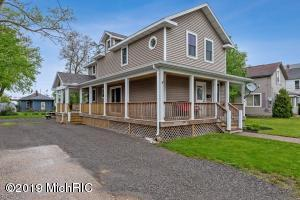 18 W Ash Street, Three Oaks, MI 49128