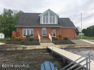 125 Lakeside Drive, Quincy, MI 49082
