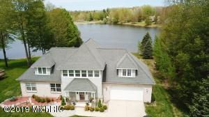 9832 Fawn Lake Drive, Canadian Lakes, MI 49346
