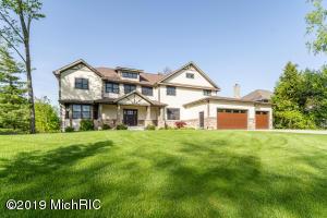 2100 Cascade Lakes Circle, Grand Rapids, MI 49546