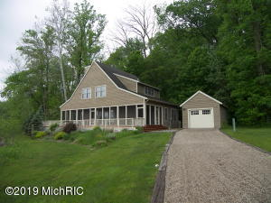 401 Maple Lane, Buchanan, MI 49107
