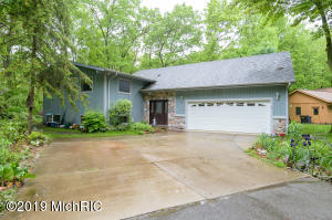 341 Horseshoe Court, Plainwell, MI 49080