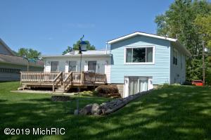 137 Lakeside Drive, Quincy, MI 49082