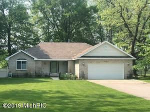 10461 Valley Court, Canadian Lakes, MI 49346