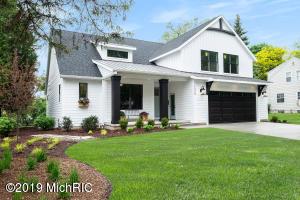 1029 Pinecrest Avenue SE, East Grand Rapids, MI 49506