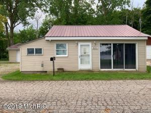 8821 Breezy Pt, Clarksville, MI 48815