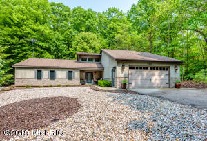 3885 Lake Path, Coloma, MI 49038
