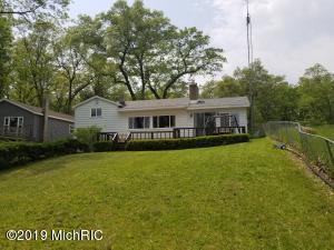 52 S Emerson Lake Drive, Branch, MI 49402