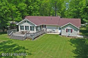 9973 Sunset Drive, Canadian Lakes, MI 49346