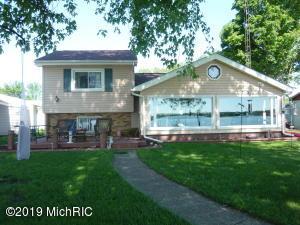 163 Lakeside Drive, Quincy, MI 49082