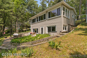 16527 Findley Drive NE, Sand Lake, MI 49343
