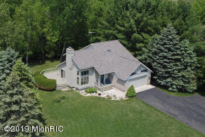 9551 Clubhouse Drive W, Canadian Lakes, MI 49346