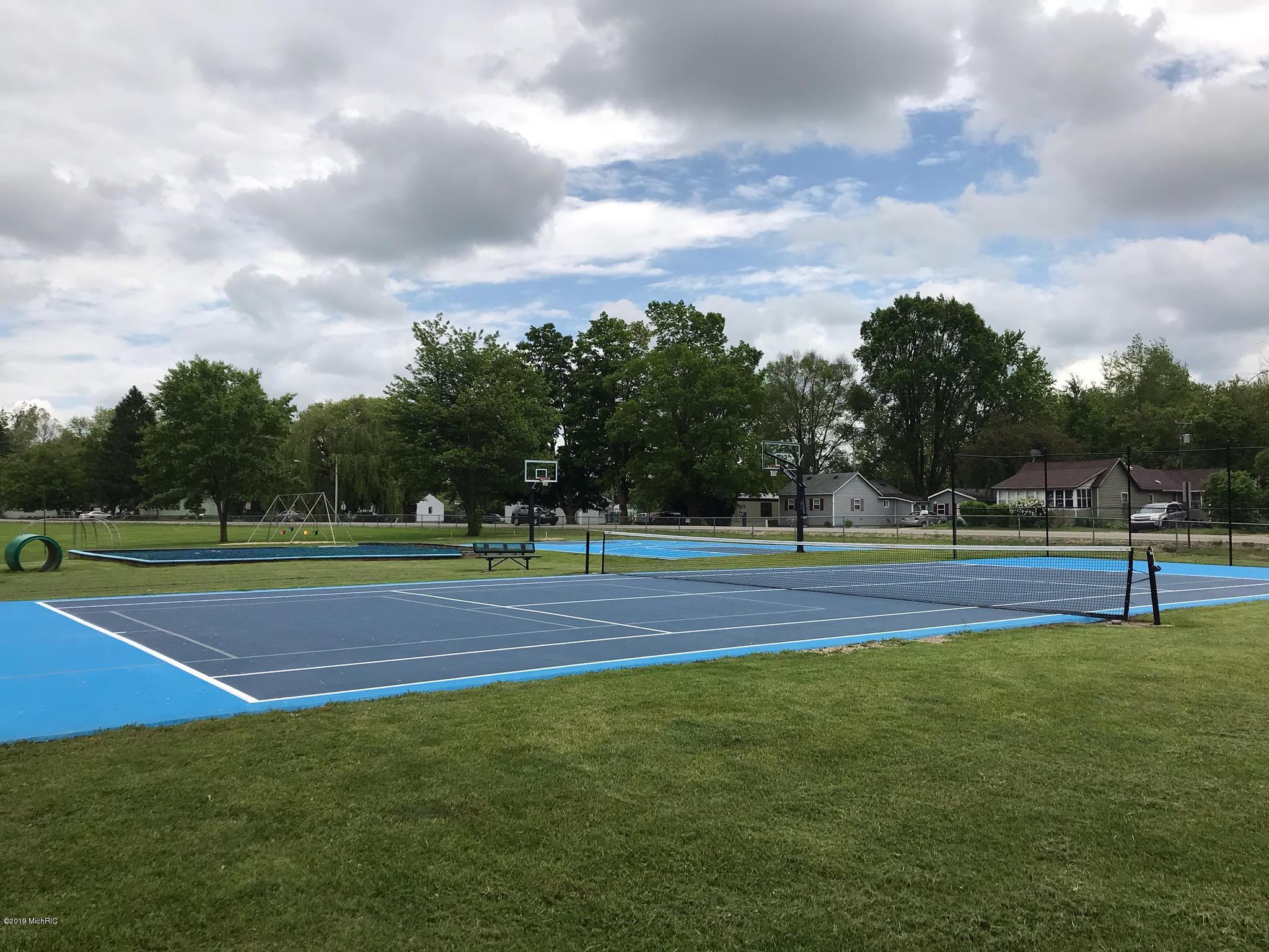 w Lake tennis