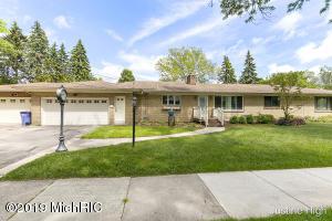 1954 Woodcliff Avenue SE, Grand Rapids, MI 49507