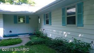 11750 N Lakeside Drive, Jerome, MI 49249