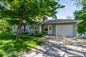 2263 Schimperle Drive NE, Grand Rapids, MI 49525